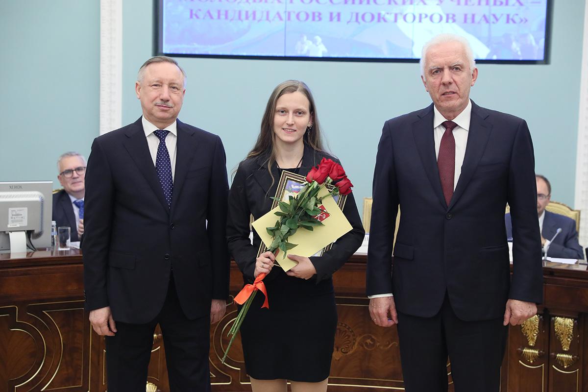 Награждение молодых учёных-победителей конкурса грантов Президента