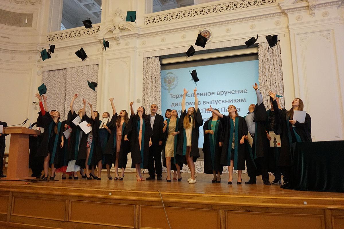 Поздравляем выпускников 2016 года с получением дипломом Политехнического университета! В добрый путь!